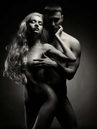 pareja desnuda: Art foto de una pareja sexy desnuda en la tierna pasi?n