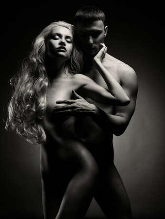 sex: Kunst foto van naakt sexy paar in de offerte passie
