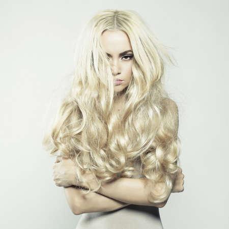 Fashion Portrait der jungen schönen Frau. Sexy Blondine