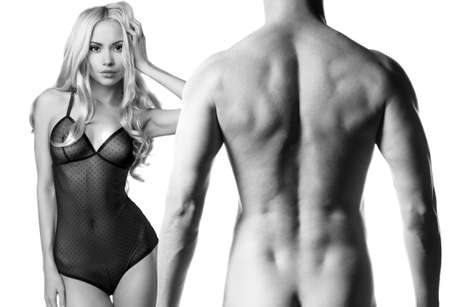 mujer desnuda de espalda: Art foto de una pareja sexy desnuda en la tierna pasi�n