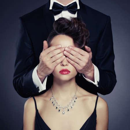 Fashion Foto von sexy elegant Paar in der Ausschreibung Leidenschaft Standard-Bild - 33049071