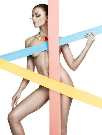 mujeres jovenes desnudas: Foto de arte de la moda de mujer desnuda con colores rayas