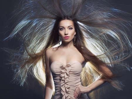 Fashion art studio foto van seksuele brunette