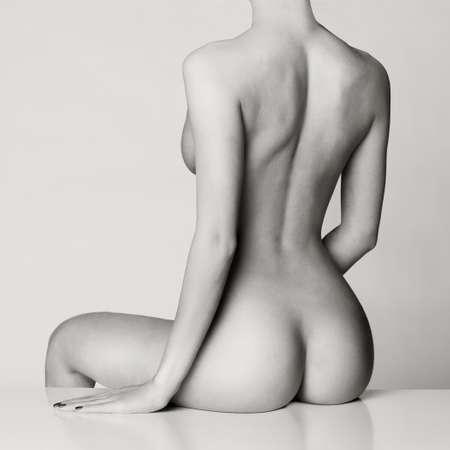 Perfekten weiblichen Körper mit schönen nackten Beute Standard-Bild - 36883290