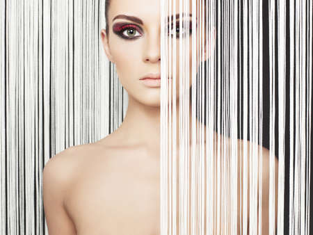 schwarze frau nackt: Fashion art Studio-Foto des sch�nen eleganten futuristischen Dame Lizenzfreie Bilder