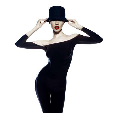 멋진 몸을 가진 아름 다운 여자의 패션 예술 사진