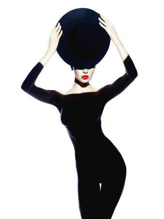 멋진 몸매와 아름다운 아가씨의 패션 예술 사진