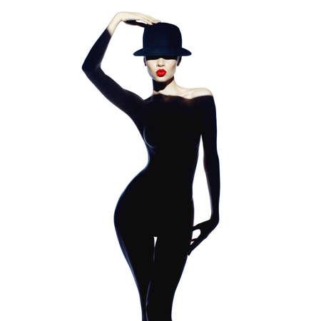 ゴージャスなボディを持つ美しい女性のファッション アート写真