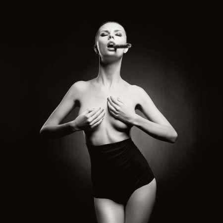 glamour nude: Fashion art photo of beautiful smokes lady with gorgeous body