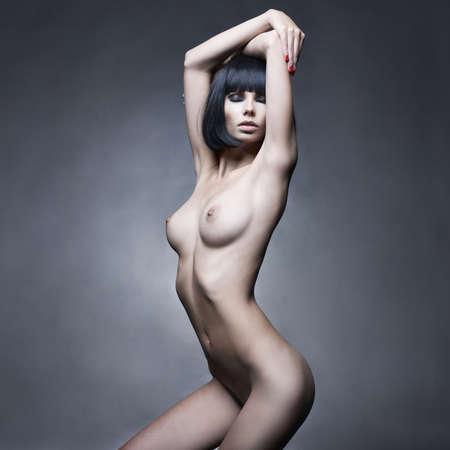 girls naked: Мода портрет ню элегантной дамой на черном фоне Фото со стока