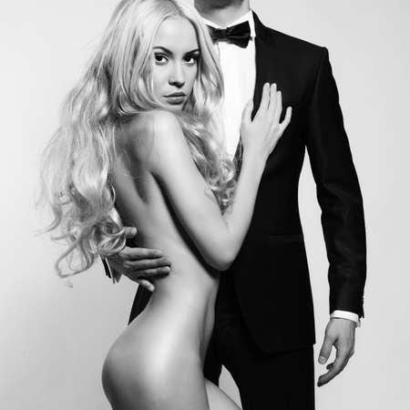 nudo maschile: Photo Moda di bella donna nuda e l'uomo in tuta