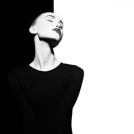 Fashion art studio portrait of elegant blode in geometric black and white background Stockfoto