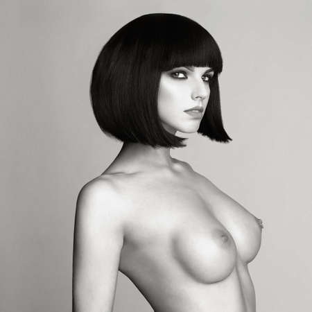 Black and white fashion photo of nude elegant woman with short haircut. Brunette bob hairstyle. Health and beauty Standard-Bild
