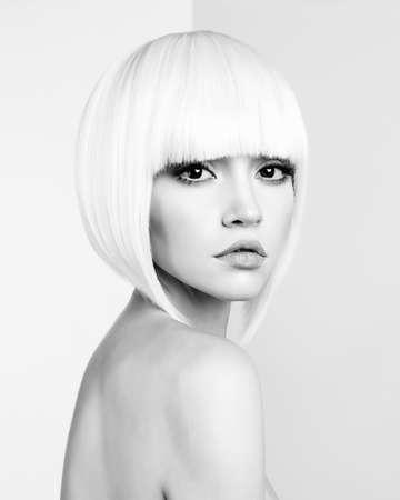 Art fashion studio portrait of beautiful blonde with short haircut Banque d'images