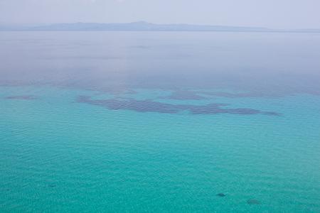 ギリシャ、地中海の澄んだ海の美しい景色