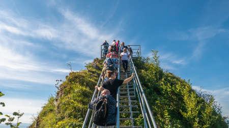 Pieniny, Poland. 09/10/2020. Tourists before climbing the Three Crowns Summit. Редакционное