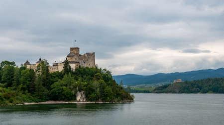 Dunajec Castle in Niedzica. Summer panorama, Poland. Редакционное