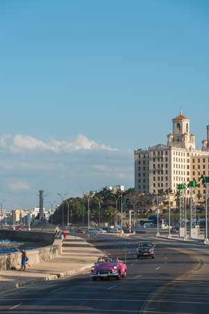 Pink convertible car on the Malecon Avenue in front of the National Hotel, this is the flagship and most famous hotel in the city. Havana. Cuba. January 2, 2019 写真素材 - 150569566