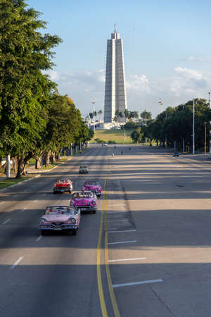 Excursions in classic taxis convertible through the avenues of Havana. One of the most common activities in the streets of the city. Havana. Cuba. January 2, 2019 報道画像