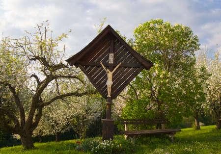 Wayside cross in summer, Roman Catholic symbol Foto de archivo