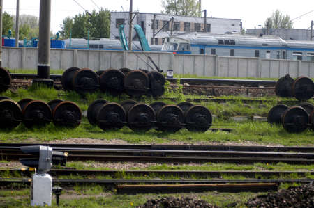 Wheelset for trains on grass between tracks