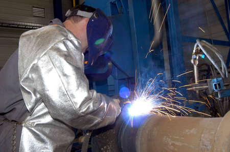 worker welding in protective clothing Banque d'images