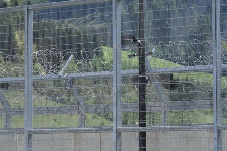 barbed wire fence as security measurement in prison Zdjęcie Seryjne