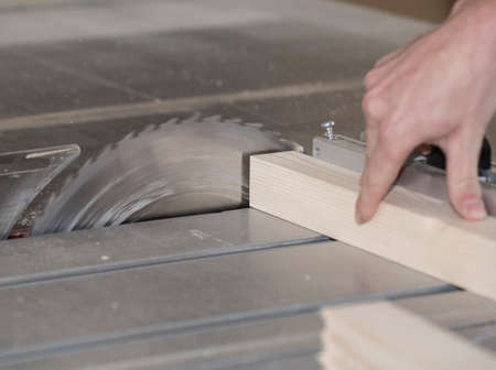sawing wood in a joinery or carpentry with a buzz saw 版權商用圖片