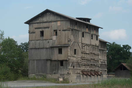 obsolete and abandoned industrial timber warehouse, a timber construction building Stockfoto