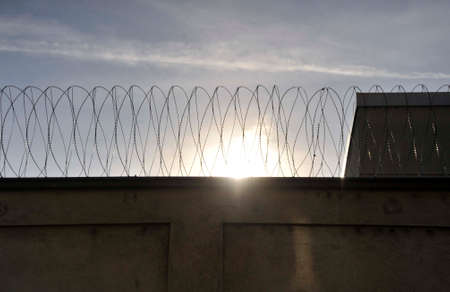 barbed wire as barrier in a prison, measure to prevent outbreaks Zdjęcie Seryjne