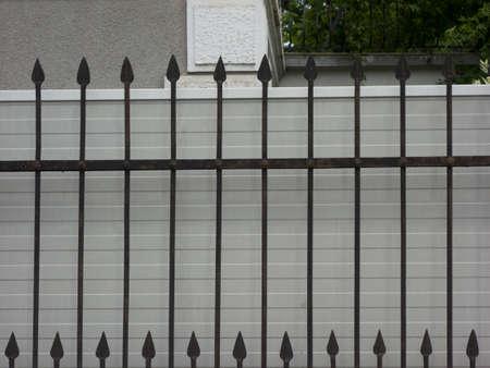 garden fence around a garden as demarcation from public space