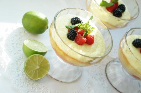 brambleberry: Gourmet souffl� de postre fresas con lim�n y bayas liquire