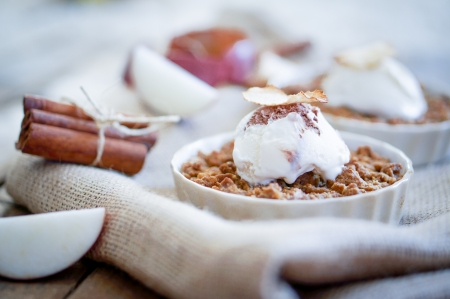 rhubarb: apple crumble with ice cream