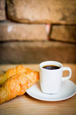 croissants with black coffee 版權商用圖片
