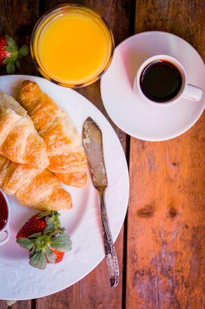 Tasty breakfast: coffee with croissants, orange juice and strawberries 版權商用圖片