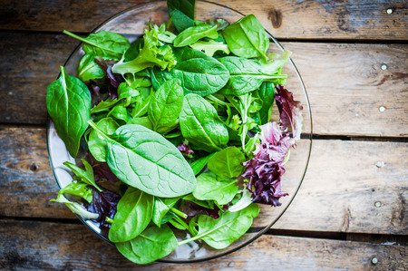 fresh spinach: salad mix