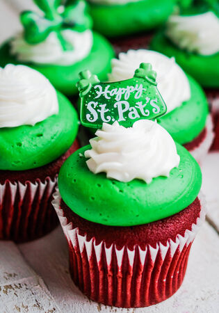 St  patrick cupcake photo