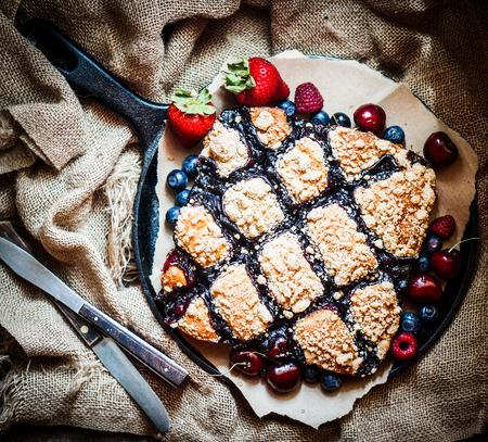 berry cake photo