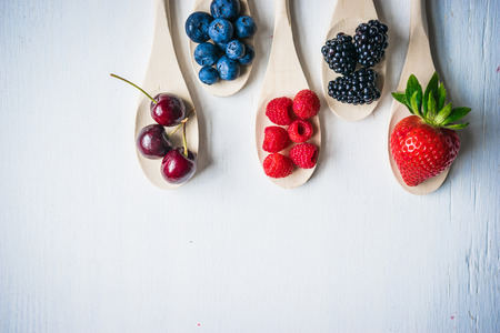 Berries on wooden background Zdjęcie Seryjne - 36130029