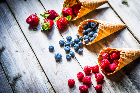 Berries in waffle cones Banque d'images