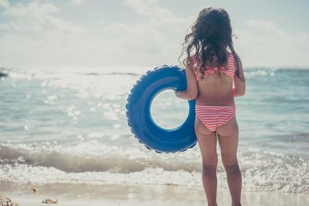Leuk meisje op het strand Stockfoto