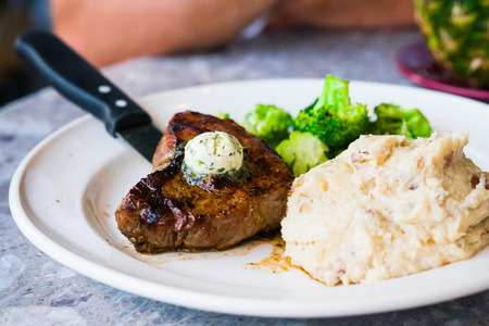 grilled potato: Steak with mashed potatoes and broccoli