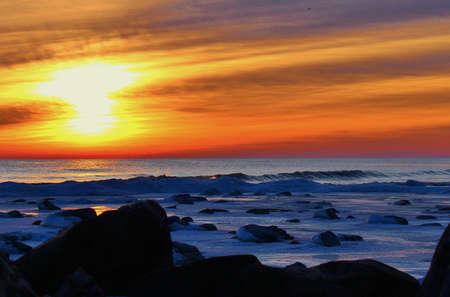 january sunrise: Winter Sunrise Un amanecer de enero fr�gida sobre una costa �rtica Lago Huron County Park Lexington Lexington, Michigan