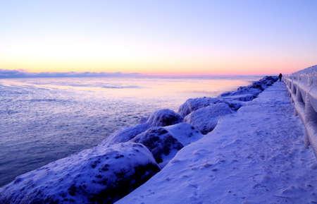 deep freeze: Congelador golpea la regi�n de los Grandes Lagos, creando un magn�fico horizonte de la salida del sol Foto de archivo