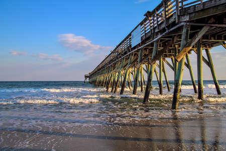 Myrtle Beach State Park pier uitsteekt in de Atlantische Oceaan Myrtle Beach, South Carolina Stockfoto
