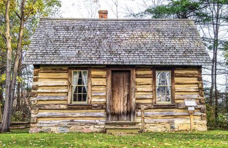 Historische blokhut ligt aan de rand van het bos Port Sanilac Historical Village Port Sanilac, Michigan