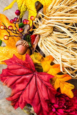 cor: Fall décor background, with acorn, berries, straw and leaves in vertical orientation