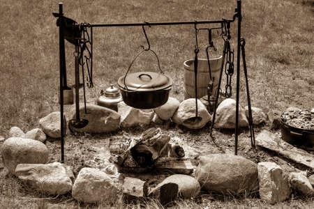 Koken op een kampvuur pionier stijl
