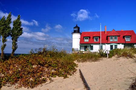 lake michigan lighthouse: El Faro de Betsie del punto situado a lo largo de la orilla del lago Michigan.