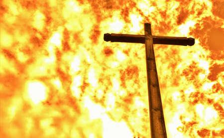 Red Cross: Prueba de fuego. Una cruz de madera que no se quema fija contra un infierno.